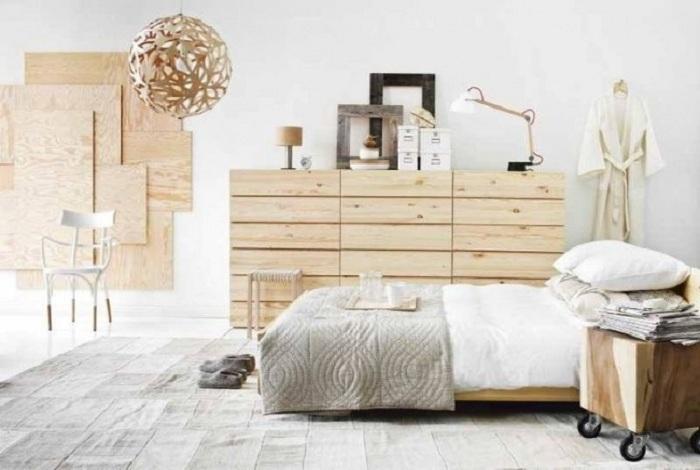 Применение теплых постельных тонах для стен, потолка, пола.