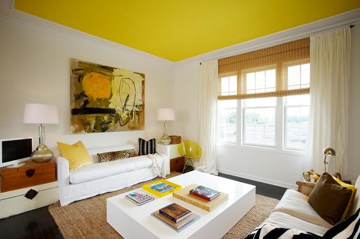 Яркий потолок создаст ощущение объема.