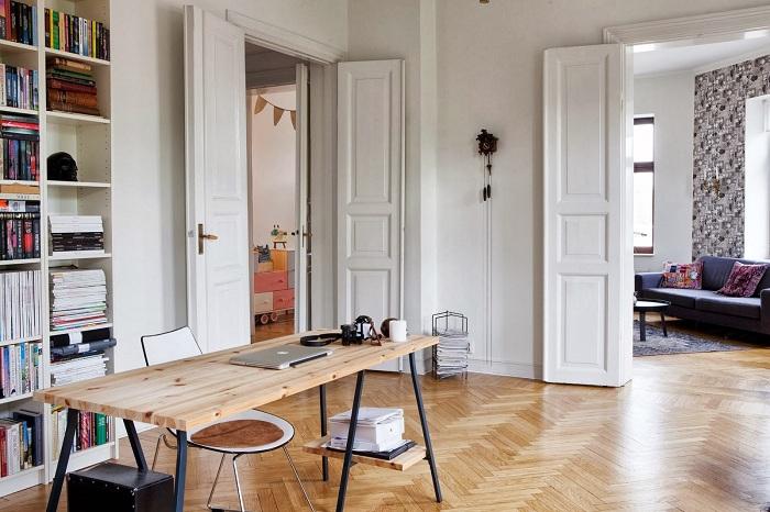 Высокие двери расширяют высоту до потолка.