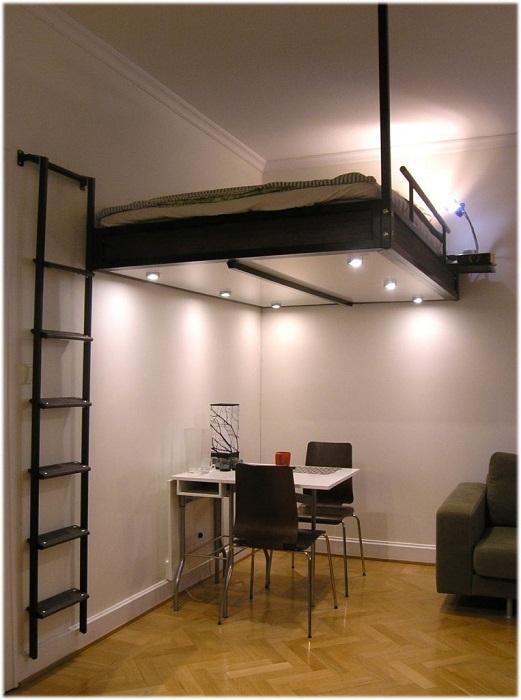 Пожалуй один из лучших примеров декорирования комнаты с подвешенной кроватью.