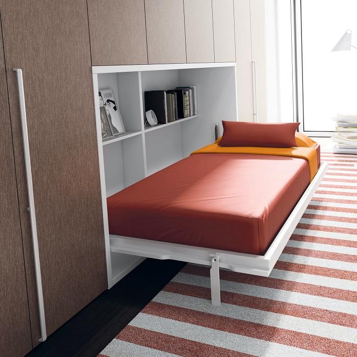 Хороший вариант быстро приспособиться, так это вмонтировать кровать в стену в спальной комнате.
