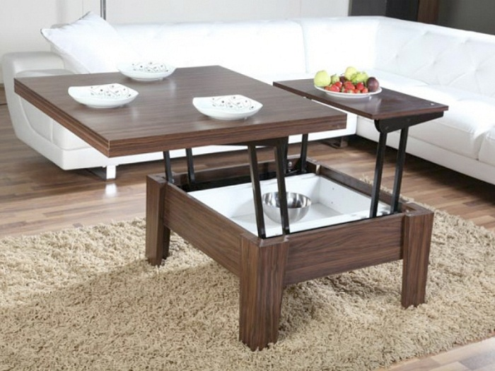 Крутое и оригинальное решение обустроить интерьер гостиной с помощью отменного столика.
