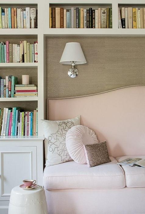 Просто хороший вариант оформления места для чтения любимых книг.