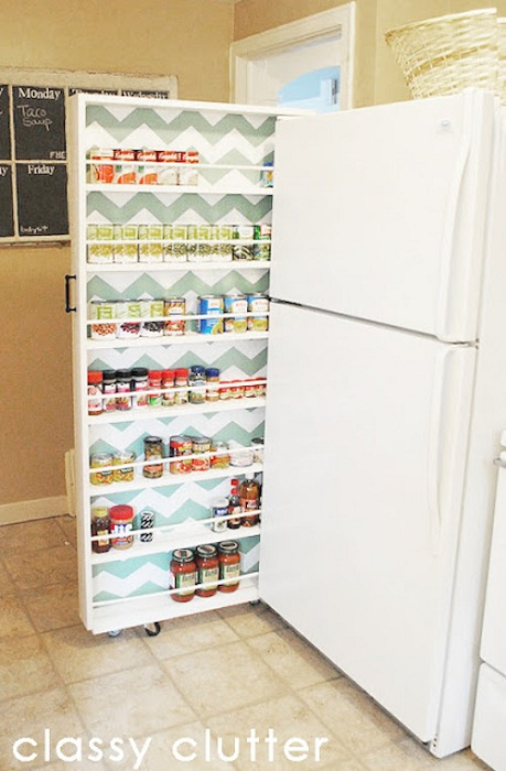 Мини-шкаф очень не стандартной формы, что станет просто крутым дополнением к любой комнате.