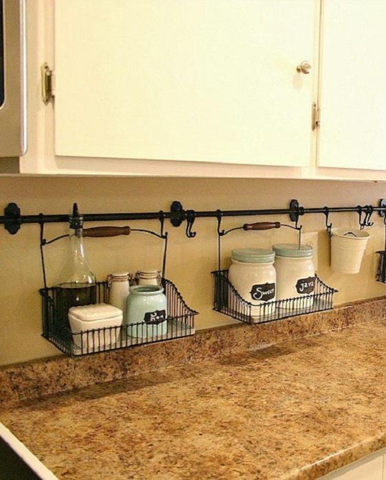 Удачное размещение баночек на кухне, то что создаст интересную атмосферу и преобразит интерьер.