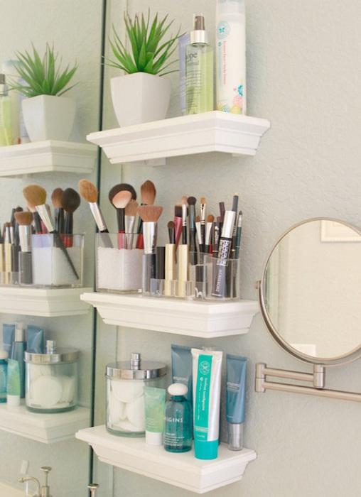 Хранение косметики в ванной комнате в таком плане, позволит сохранить пространство и использовать его эффективно.