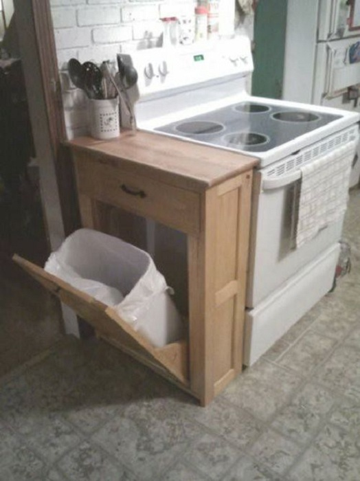 Просто прекрасный вариант использовать такое практичное решение для того чтобы оптимизировать пространство на кухне.