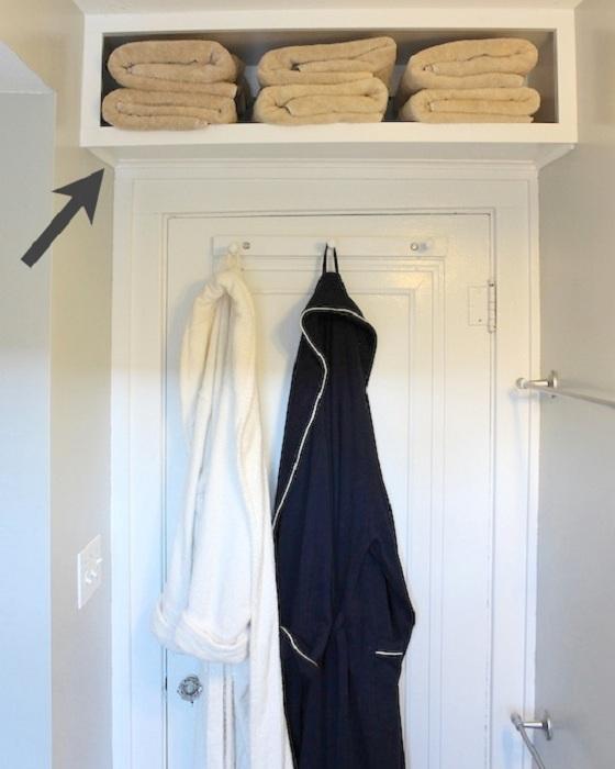 Хороший вариант для хранения полотенец, то что понравится и создаст просто отличную обстановку.