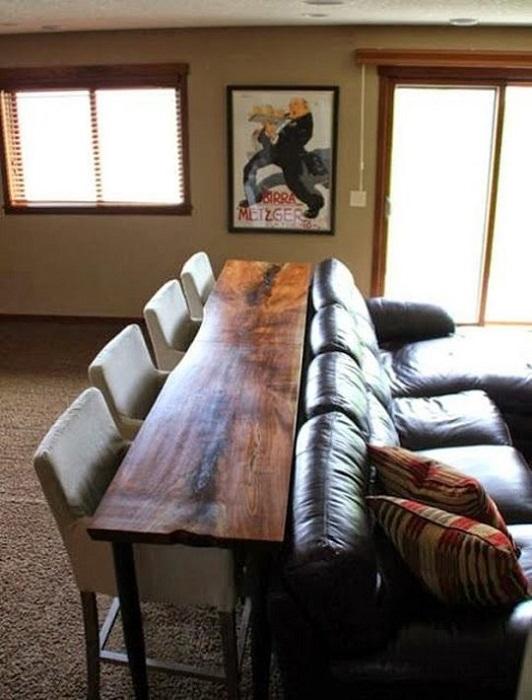 Диванный столик, станет отличным местом для принятия пищи в домашней обстановке.