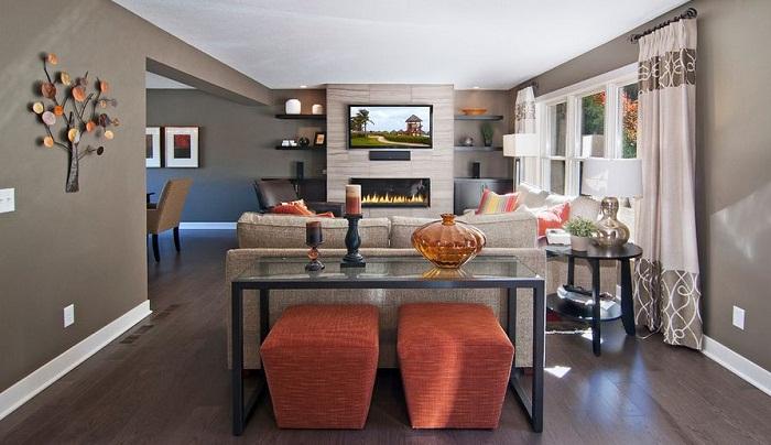 Важно удачно суметь скомпоновать стол, диван и стулья, только тогда можно добиться нужного эффекта.