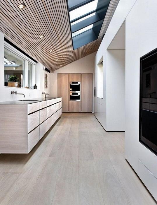 Оптимизация пространства дома с помощью размещения дополнительных комнат под чердаком.