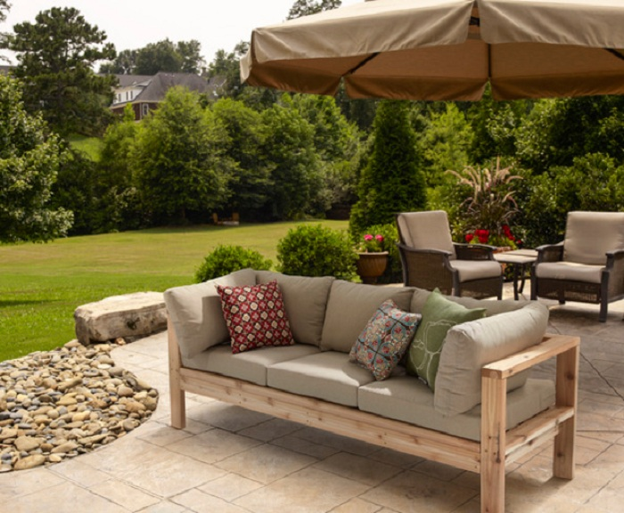Оригинальное и прекрасное решение обустроить пространство в саду при помощи интересного декорирования.