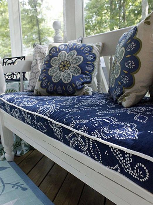 Отличное оформление комнаты благодаря созданию оптимальной атмосферы в синем цвете.