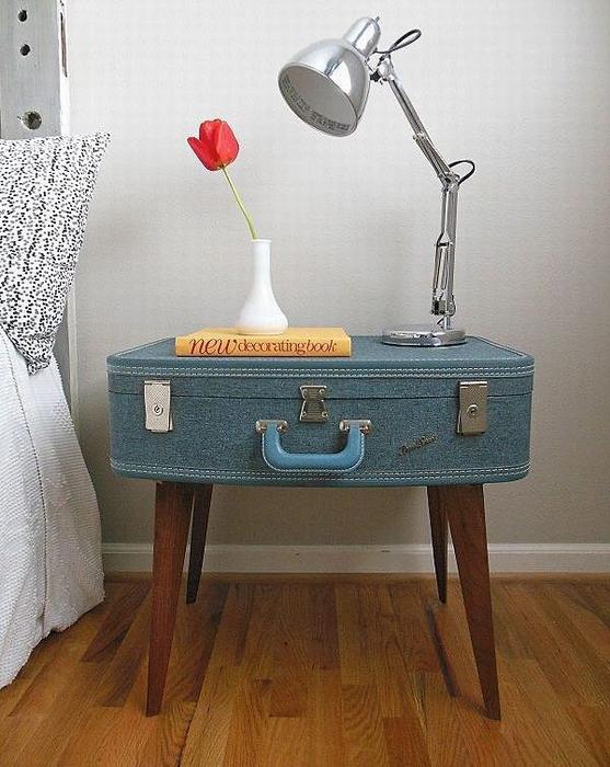 Столик DIY из чемодана, симпатичный элемент, который сделает интерьер комнаты прекраснее.