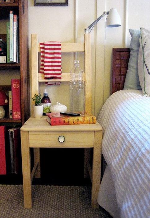 Отличное решение сделать столик своими руками из стула, для создания домашней обстановки.