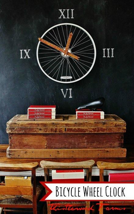 Симпатичное и простое решение создать отличные креативные часы за счет велосипедного колеса.