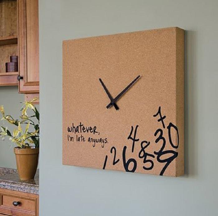 Надписи на часах могут значить очень многое, но порой это что-то самое простое.