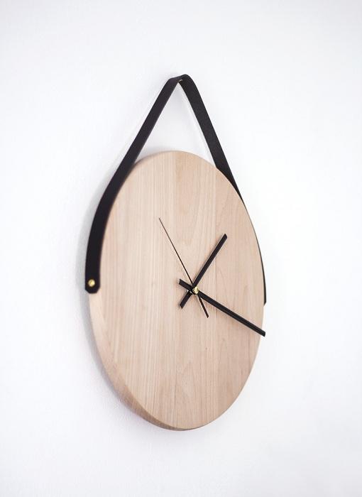 Часы с домино