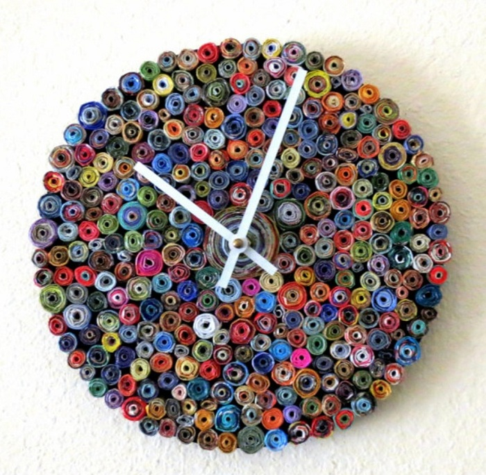 Хорошенький вариант сделать часы из бумаги, простое решение.