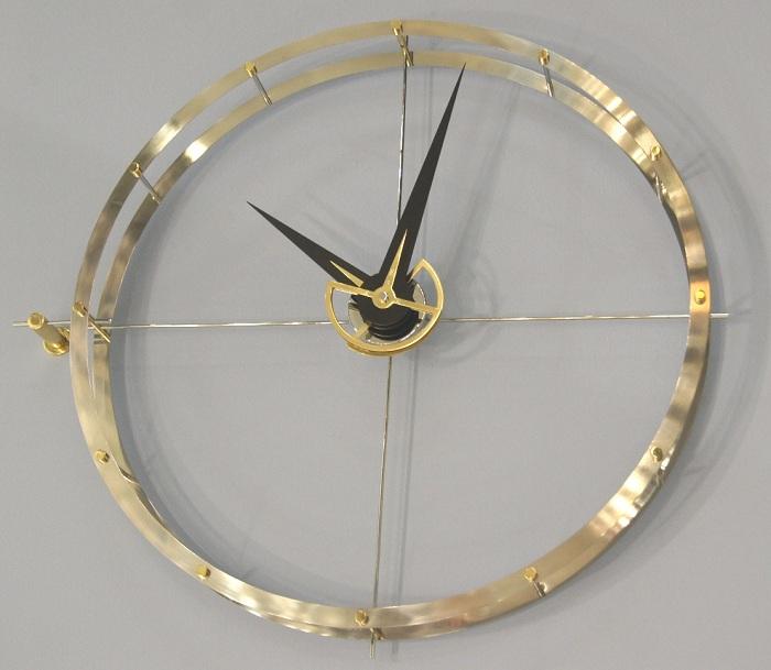 Креативные часы из металлического кольца, то что понравится определенно.
