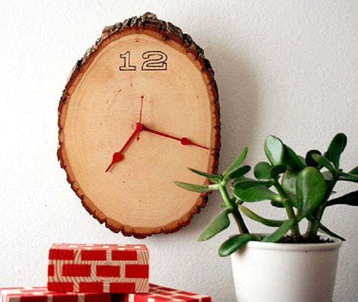 Отличный вариант создать часы со среза дерева, то что понравится.