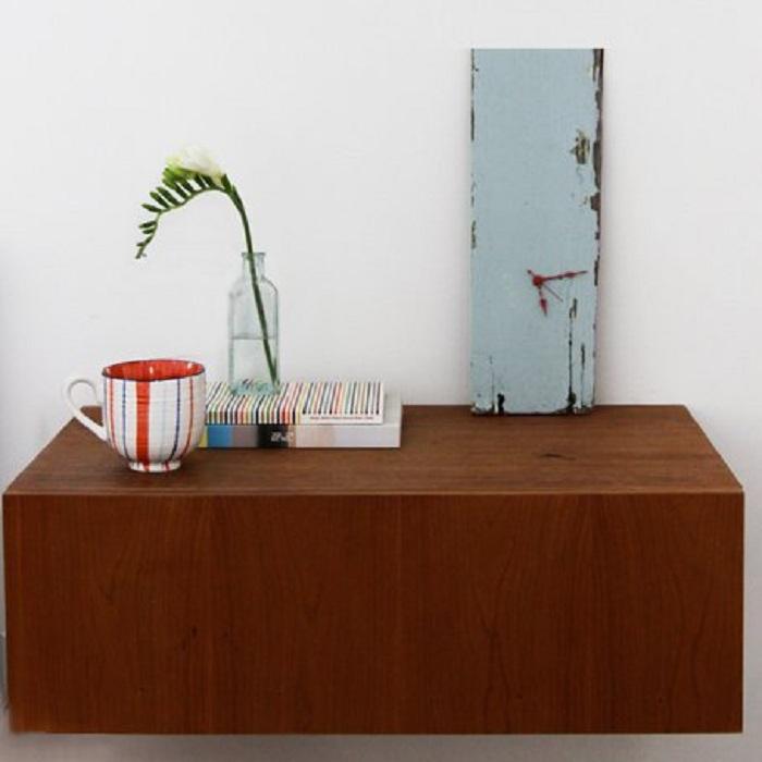 Простая деревянная доска может служить в качестве часов.