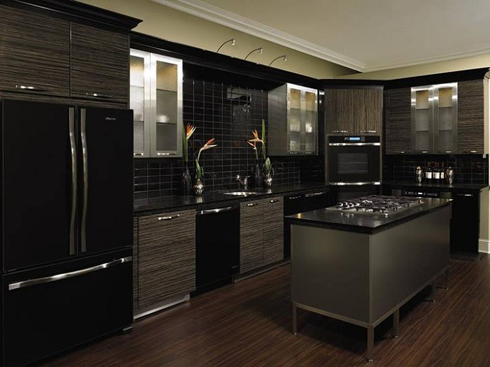 Один из самых лучших вариантов оформления кухни в черном цвете, что выглядит изыскано.