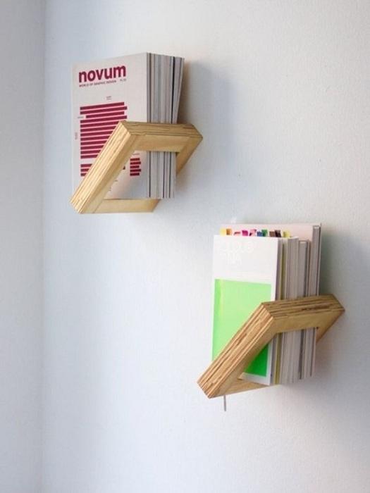 Лучшее решение удачно обустроить комнату благодаря размещению оригинальных полок.