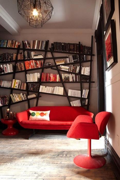 Отличное решение для оформления пространства с помощью полок.