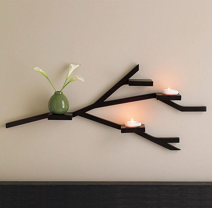 Удачное решение украсить стену деревянной полкой в виде ветки дерева.