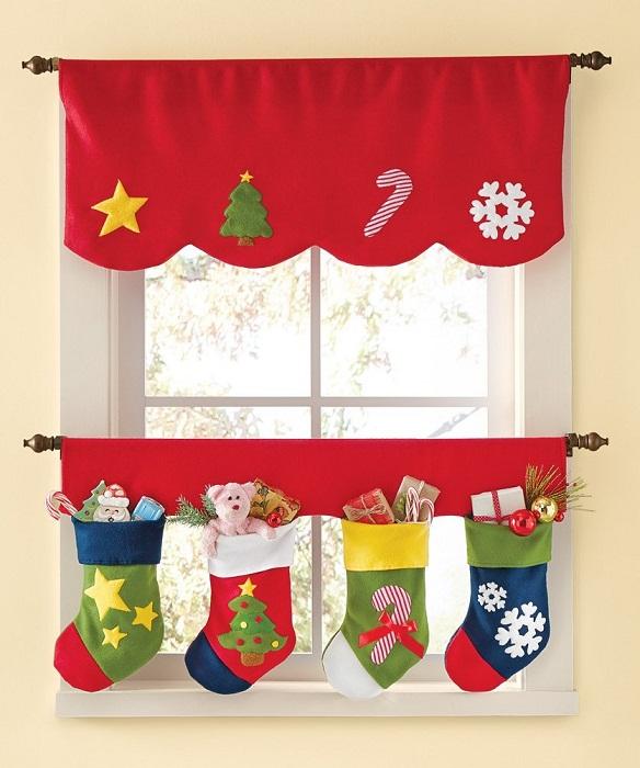 Новогодние шторы создадут нужное праздничное настроение.