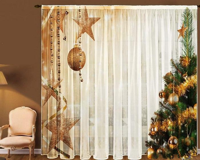 Шторы с новогодней тематикой прекрасный пример предновогоднего декора.