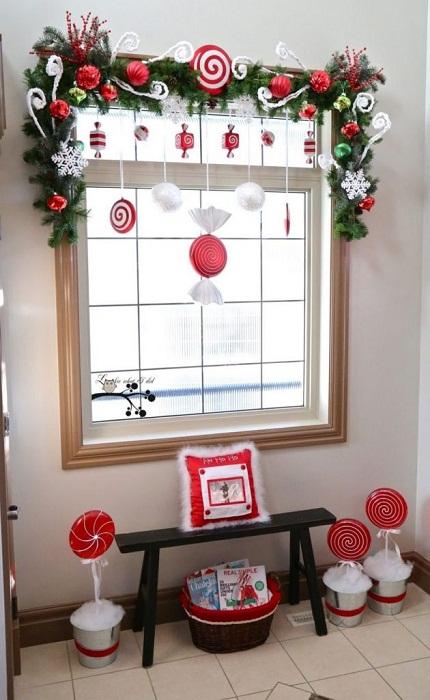 Украсим окно и тем самым создадим сказочную новогоднюю атмосферу.