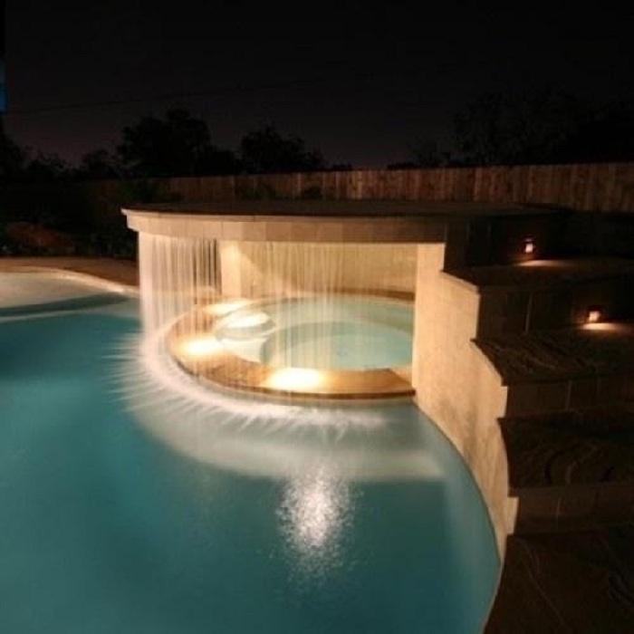 Красивое решение создать водопад в гидромассажной ванной, что преобразит любую обстановку.