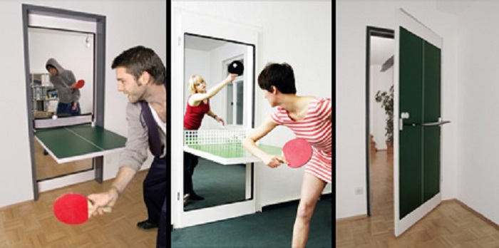 Дверь, которая превращается в стол для пинг-понга.
