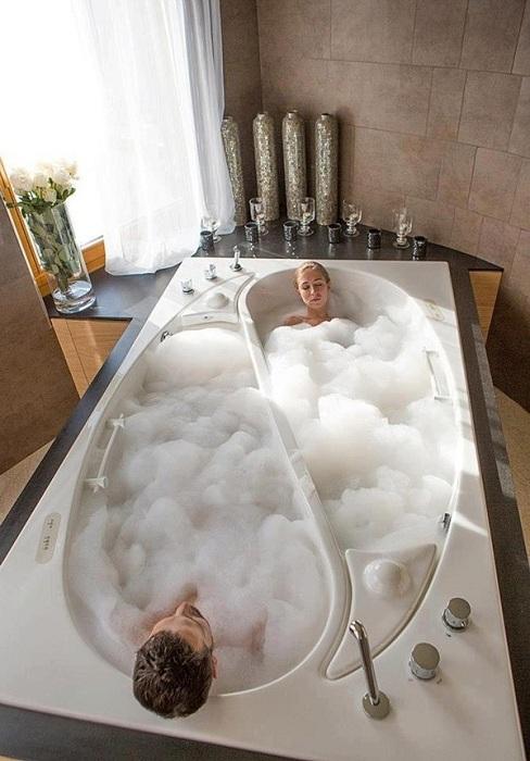 Крутое решение для обустройства ванной комнаты при помощи двух ванн в одной.