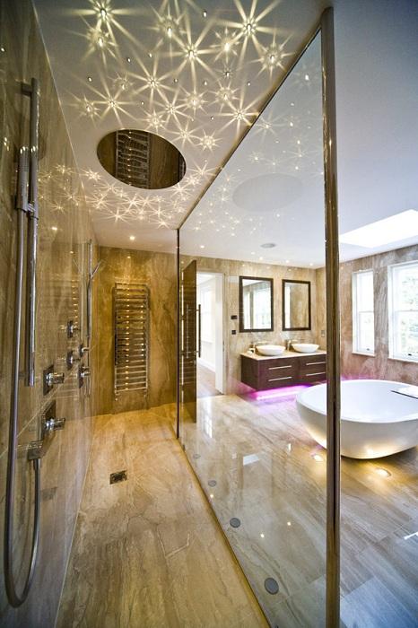 Декорирование ванной комнаты при помощи очень красивых лампочек в виде ламп-звезд.