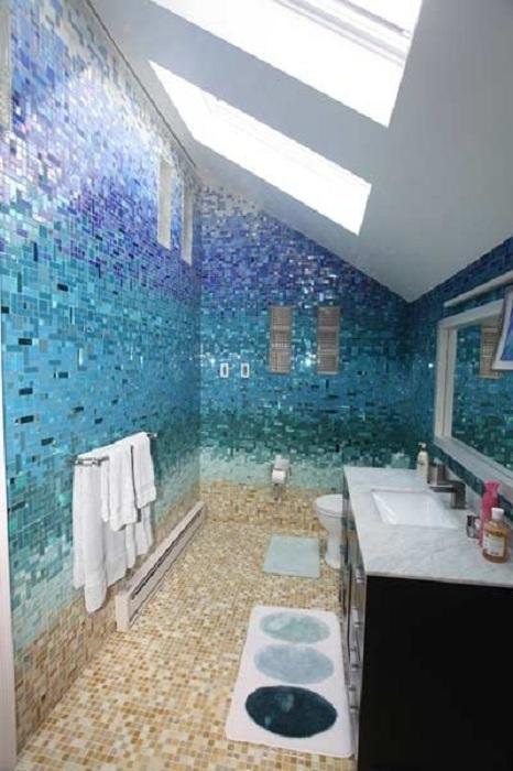 Отличные полки в ванной комнате, которые уж точно преобразят любой интерьер и создадут своеобразную атмосферу.