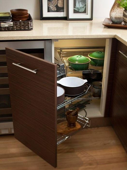 Отличный и очень интересный вариант оформления таких нестандартных шкафов, что точно понравятся и позволят сэкономить пространство.