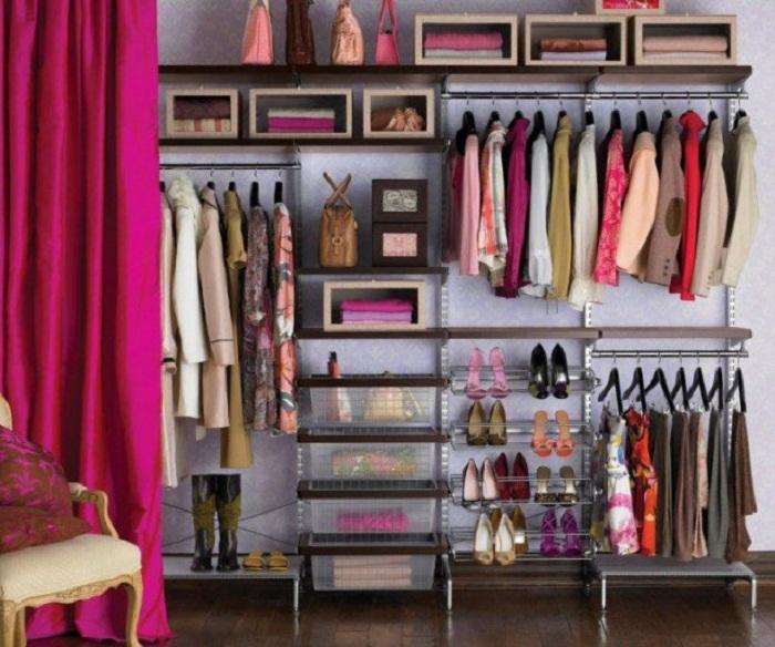 Нестандартное, но очень удачное решение для преображения пространства гардеробной комнаты.