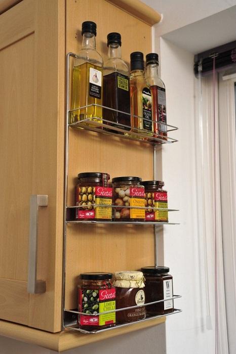 Дополнением к шкафу могут быть такие практичные и очень оригинальные полочки, что понравятся и создадут отменную обстановку.