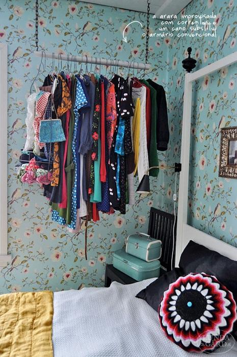 Хороший вариант оформления гардероба, который отлично и быстро перепрофилирован, что вместе с тем оптимизировало пространство.