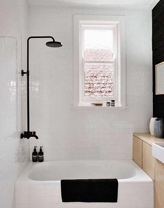 Удачное оформление маленькой ванной комнаты, которая станет просто отменным вариантом декорирования.