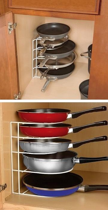 Прекрасный вариант размещения скородок на кухне, то что оптимизирует пространство максимально.