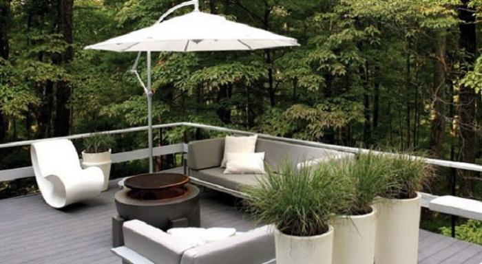 Оформление отличного местечка для отдыха, которое удачно расположилось на крыше дома.