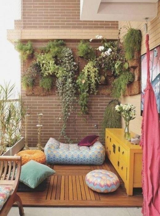 Отличное место, на балконе которое очень удачно преображено и выглядит просто привлекательно.