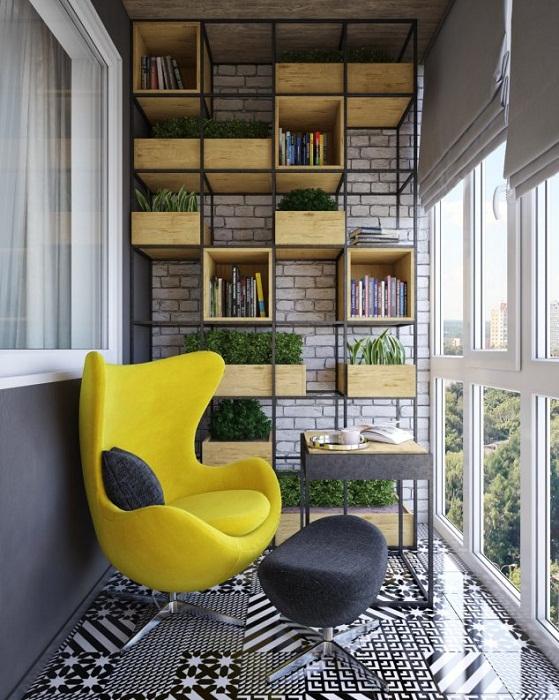 Прекрасный вариант декорирования балкона и создание очень красивого интерьера с ярким и стильным креслом.