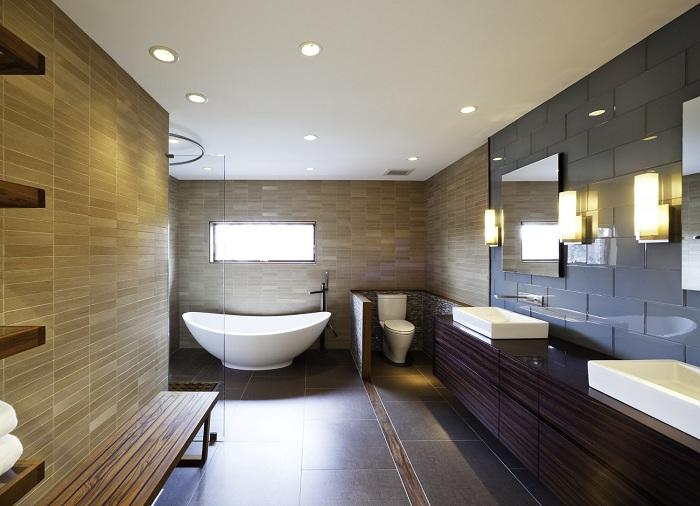 Просторная ванная комната просто отличный вариант, который станет самым лучшим решением для оформления комнаты такого типа.