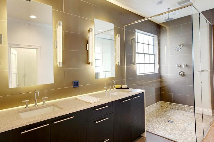 Прекрасный вариант создать просто яркую, солнечную обстановку в ванной комнате, которая придется по душе и подарит только хорошее настроение.