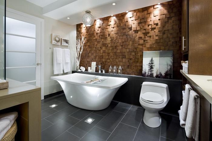 Оригинальное оформление ванной комнаты с каменной стеной, которая преображена благодаря интересному освещению.